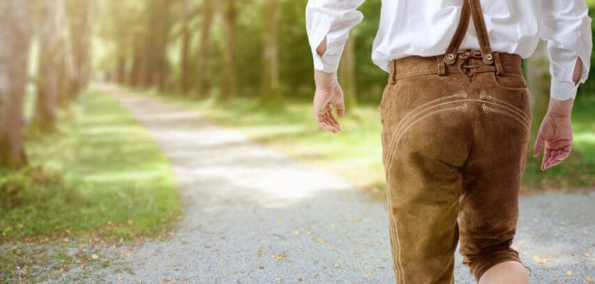 e0c86a87bf55 Die Lederhose ist das wichtigste Basic eines traditionellen Trachtenoutfits  – nicht nur für die Buam. Die Beinkleider aus Leder sind mittlerweile auch  für ...
