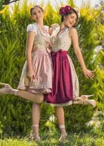 Zwei Frauen in Vintage Dirndl Oliviana