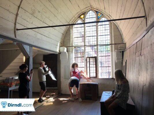 Leila Lowfire im Dirndl - Alpentrachten Shooting